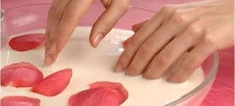 Зміцнюючі ванночки для нігтів в домашніх умовах