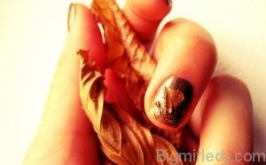 Ідеї осіннього манікюру золоте відображення на нігтях3