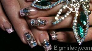 Незвичайний манікюр - рідкі камені на нігтях 1