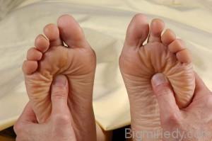 Як робити лікувальний масаж стоп і ніг техніка 1