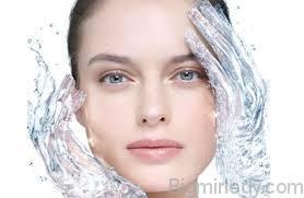 Маска для зволоження обличчя- головний секрет краси Катрін Деньов