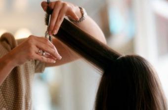 вкоротити кінчики волосся