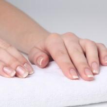 Чому тріскаються нігті  і як позбутися цієї проблеми