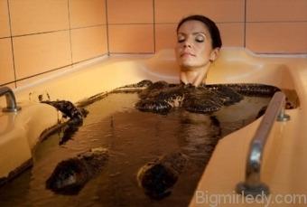 Кому і навіщо потрібно приймати грязьові ванни