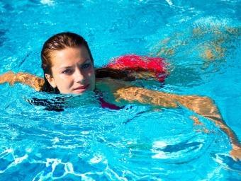 Скільки спалюється калорій при плаванні і чи можна схуднути таким чином