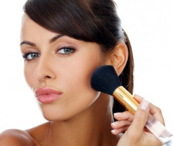 Як зробити діловий макіяж