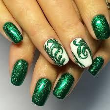 Зелені нігті як зробити красивий манікюр