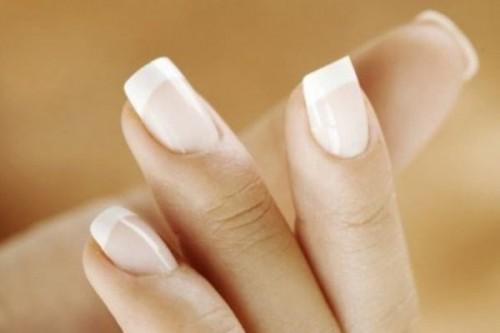 Манікюр нігтів на основі натуральних інгредієнтів