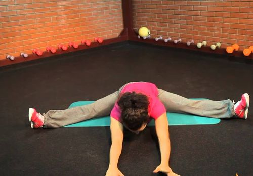 Як сісти на шпагат з нуля поради гімнастки