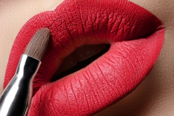 Блиск для губ матовий косметика стійкого ефекту