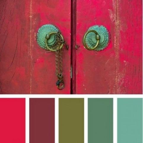 Поєднання кольорів з червоним на нігтях, в одязі та інтер'єрі