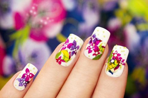 Маникюр с цветами.