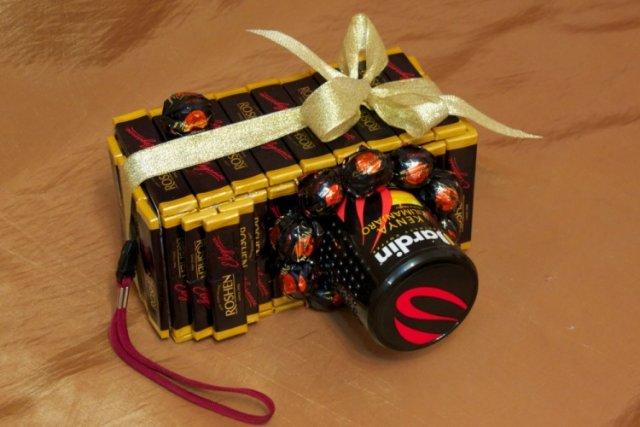 Креативный подарок из конфет своими руками 44