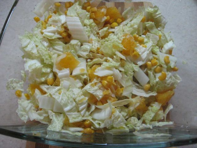 Пісні салати з пекінської капусти. Підбірка рецептів