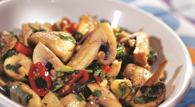 Пісні салати з грибами. Підбірка оригінальних рецептів